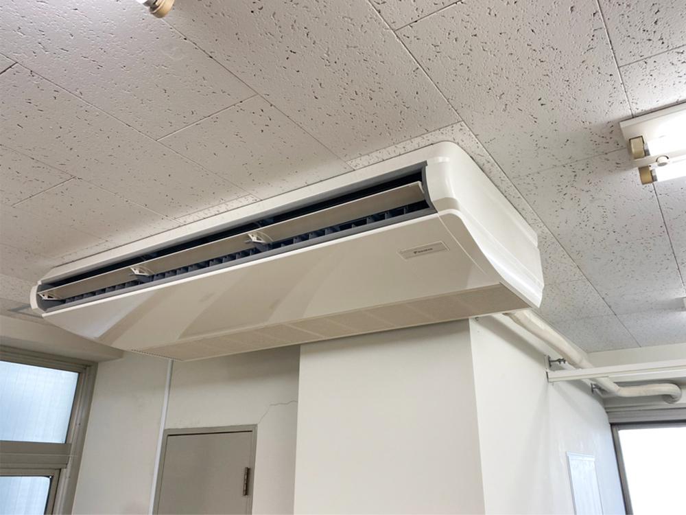 ダイキン製業務用天井吊り形エアコン入替え工事|新宿区